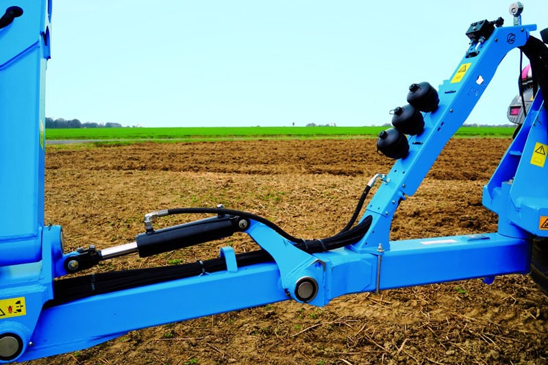 LEMKEN Diamant 16 Traction booste r