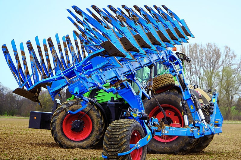LEMKEN Diamant 16 turning